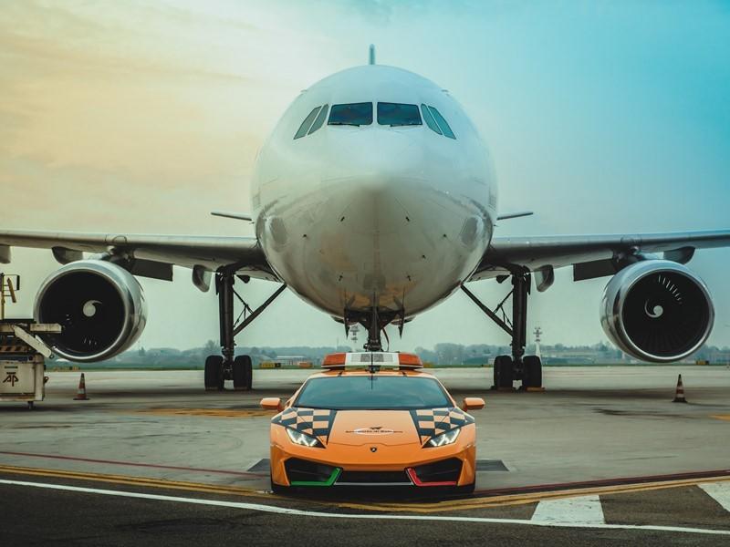 A new Lamborghini Huracán RWD Follow-Me at Bologna Airport