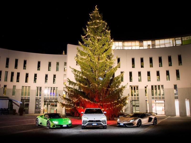 Lamborghini Christmas Drive: viaggio natalizio di Aventador SVJ, Huracán EVO e Urus a chiusura di un