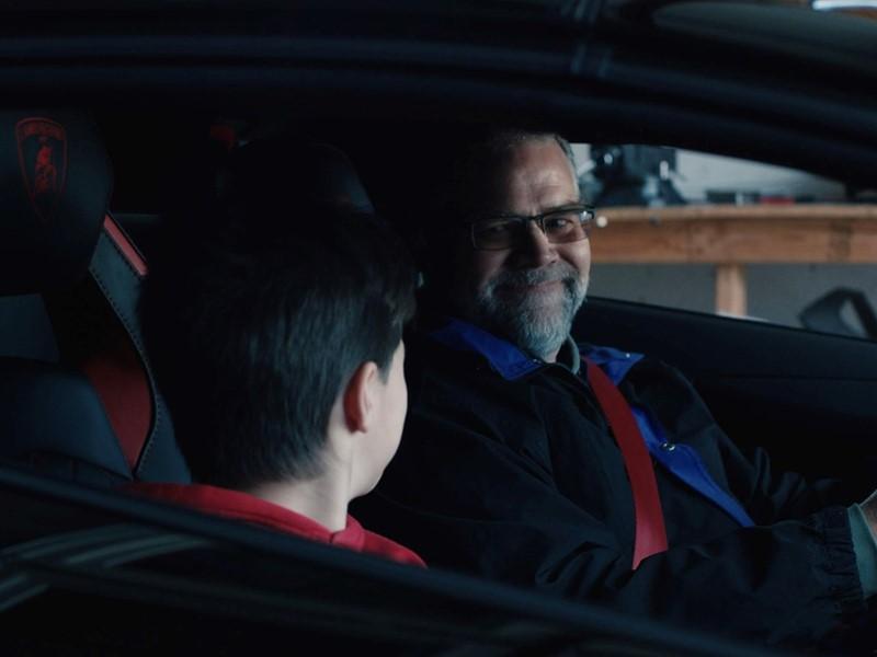 """Lamborghini Weihnachtsvideo 2019: Suche nach dem """"#RealLover"""" geht weiter mit einer wahren Geschicht"""