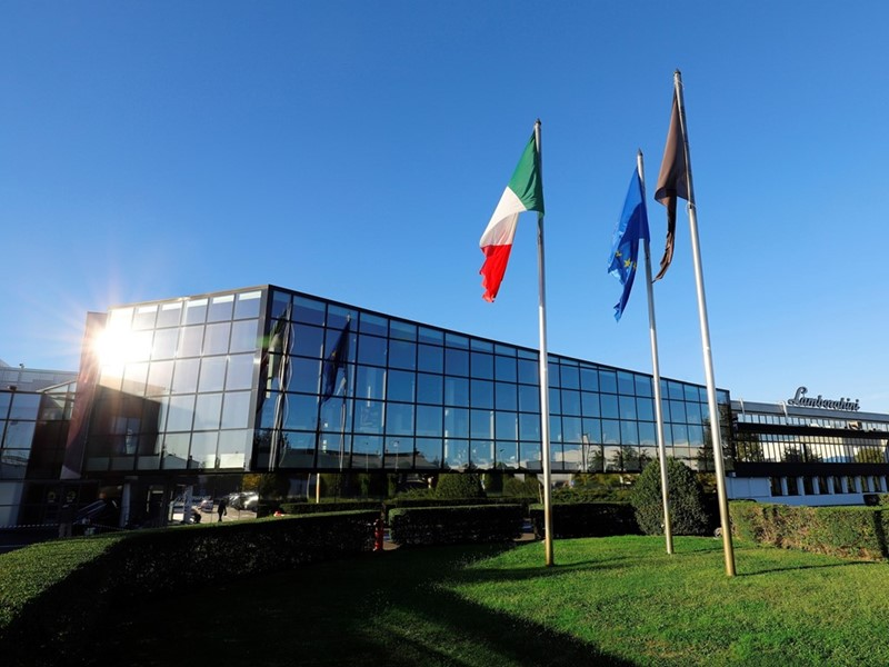 Automobili Lamborghini continues its global growth  and marks new historic highs: 8,205 cars deliver