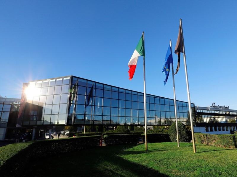 Automobili Lamborghini setzt seinen globalen Wachstumskurs fort und erreicht neue historische Bestwe